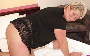 <b>Chubby</b> mature slut playing with her toys