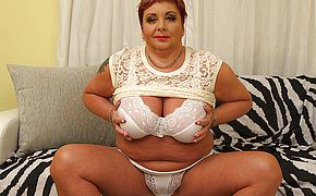Curvy mature <b>BBW</b> playing with herself