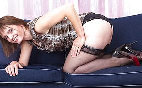 <b>Hairy</b> housewife playing with herself on the couch