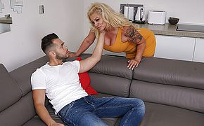 Kinky housewife <b>sucking</b> and fucking her toyboy