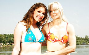 Hot <b>babe</b> doing a naughty older lesbian on holiday