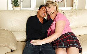 Chubby housewife fucking and <b>sucking</b> on her couch