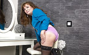 Horny mature <b>lady</b> playing with her pussy