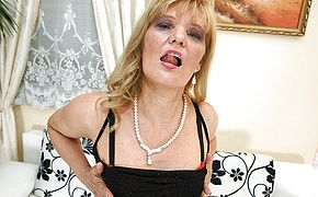<b>Naughty</b> mature slut playing with herself