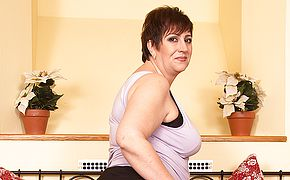 This horny mature <b>BBW</b> loves to play alone