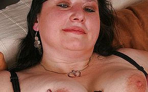 <b>Chubby</b> mature slut playing with herself
