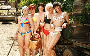 Five mature <b>lesbian</b>s playing with eachother