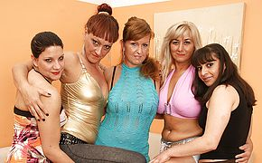 Five <b>old and young</b> lesbians party hard