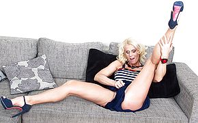 Horny <b>housewife</b> masturbating on the couch