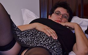 Horny houswife gettin all <b>naughty</b>