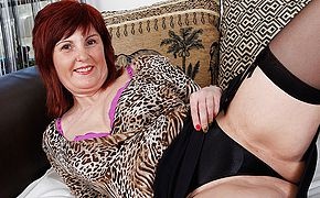 <b>Sexy</b> mature housewife plays with her favorite toys