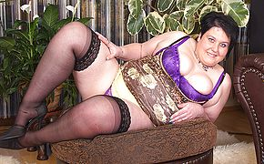 This naughty <b>BBW</b> loves to get dirty