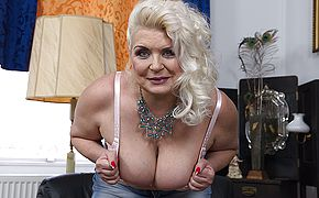 <b>Chubby</b> mature slut showing off her firm tits