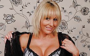 Classy British MILF playing with her <b>pussy</b>
