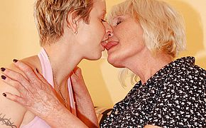 Horny mature lesbian doing a hot babe