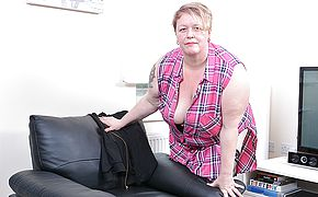 Horny mature <b>BBW</b> playing with herself