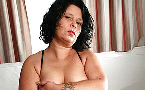 Housewife Wendie loves to be <b>naughty</b>