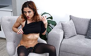 This naughty mom loves to play with herself